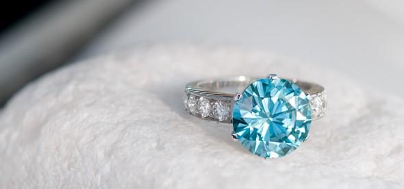 Blauer Brillant-Goldring