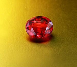 Bei der Auswahl eines Rubins ist nach der Farbe Brillanz das zweitwichtigste Kriterium.