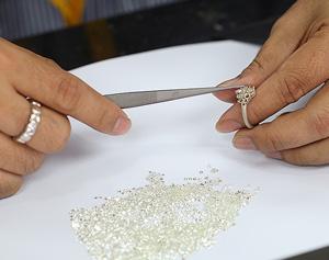 Einpassen der Diamanten