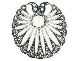 Silberbrosche mit Perlen und Markasiten von Juwelo