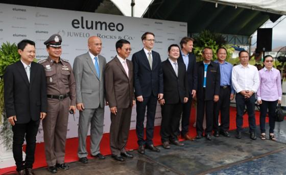Gruppenbild mit Dr. Peer Gebauer (amtierender deutscher Botschafter in Thailand), Boris Kirn (Juwelo-Geschäftsführer), Mitsunari Yoshimoto (Chef-Edelsteineinkäufer), Samard Loyfar (Gouverneur der Provinz von Chanthaburi), Sukit Sridichainanta (Bezirksbürgermeister in Chanthaburi)