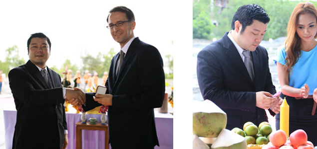 Mitsunari Yoshimoto (Chef-Edelsteineinkäufer) und Dr. Peer Gebauer (amtierender deutscher Botschafter in Thailand)