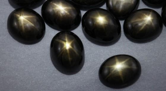 Schwarze Stern-Saphire