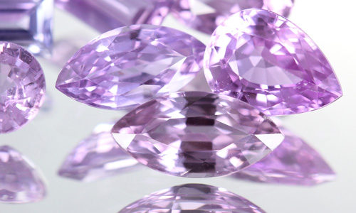 Purpurfarbene Ceylon-Saphire