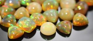 farbenprächtige Kalimaya-Opale