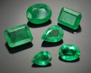 Kolumbianische Smaragde in verschiedenen Schliffen