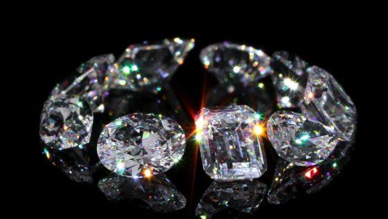 Diamanten mit verschiedenen Schliffen
