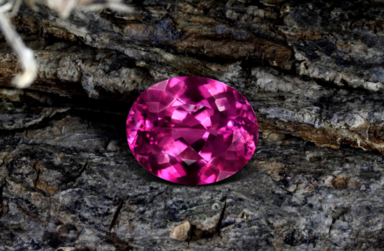 Pinkfarbener Kupfer-Turmalin