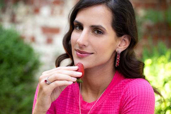 Edelsteinschmuck in Erdbeerfarben