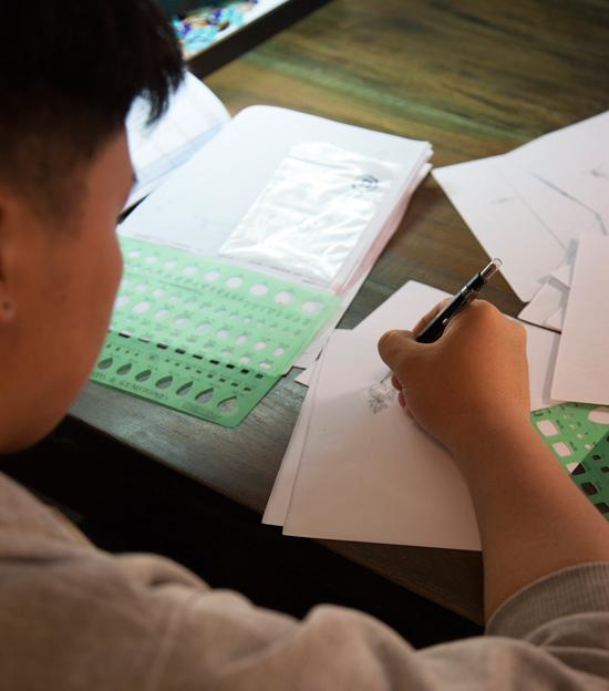 Unser Praktikant beim Zeichnen