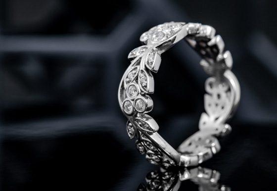 eleganter Brillant-Ring der Lucent Diamond-Kollektion