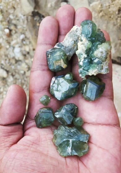 Madagaskar-Demantoid-Rohkristalle