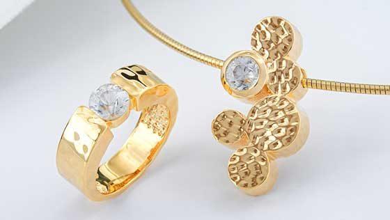 vergoldeter Silberschmuck mit Zirkon aus der MONOSONO-Kollektion